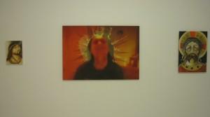 Fabio Moro; o.T., 2013, Pastel auf Leinwand, 31 x 21 cm; Thai Ho Pham, Superstar, 2013, Ölmischtechnick auf Leinwand, 70 x 100 cm; Fabio Moro, Christ crowned with Throns, 2010, Buntstift auf Leinwand, 55 x 39 cm