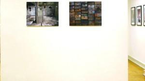 Holger Zimmermann, Kisten Cristallerie, 2008, FineArt-Plex, 5. Auflager, 60 x 45 cm; Holger Zimmermann, Lonely door, 2008, FineArt-Plex, 5. Auflager, 60 x 45 cm
