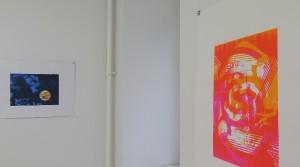 Raymond Gantner, o.T., 2014, Mehrfarbiger Siebdruck auf Papier, Auflage 4, 29,7 x 42 cm Raymond Gantner, Woman driving man sleeping, 2015, Mehrfarbiger Siebdruck auf Papier, Auflage 5, 42 x 29,7 cm