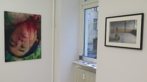 Thai Ho Pham, Caravaggios Träume, 2012, Ölmischtechnik auf Fotoleinwand/ Unikat, 100 x 75 cm Holger Zimmermann, Gelbes Fass, 2008, Fotografie, Auflage 5 + 2 E.A., 30 x 40 cm